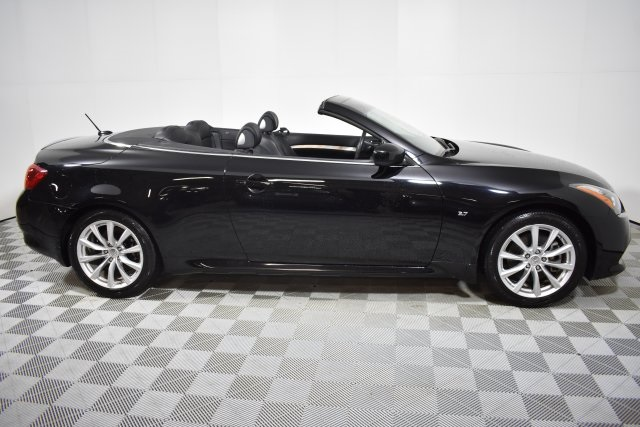 Pre-Owned 2015 INFINITI Q60 Convertible